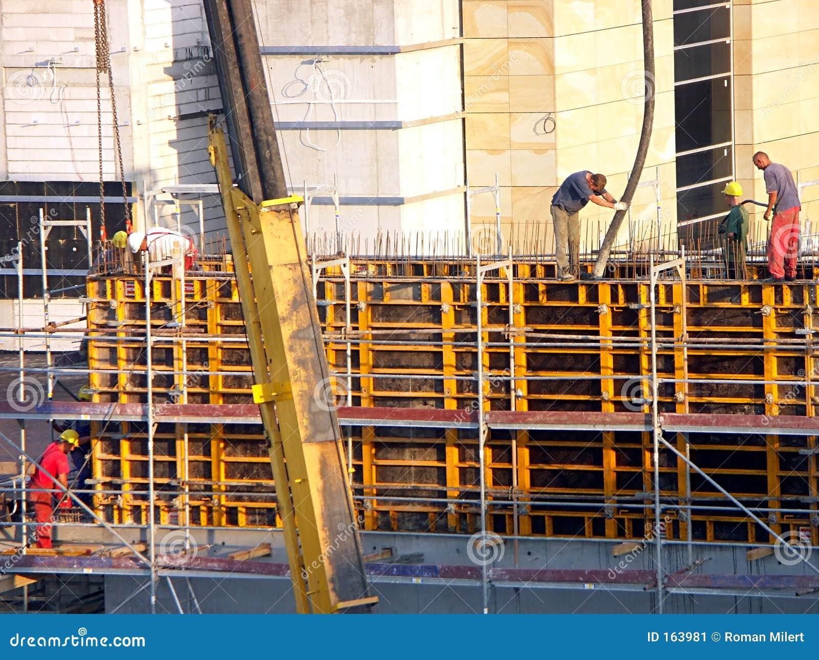 Ouvriers au chantier de construction