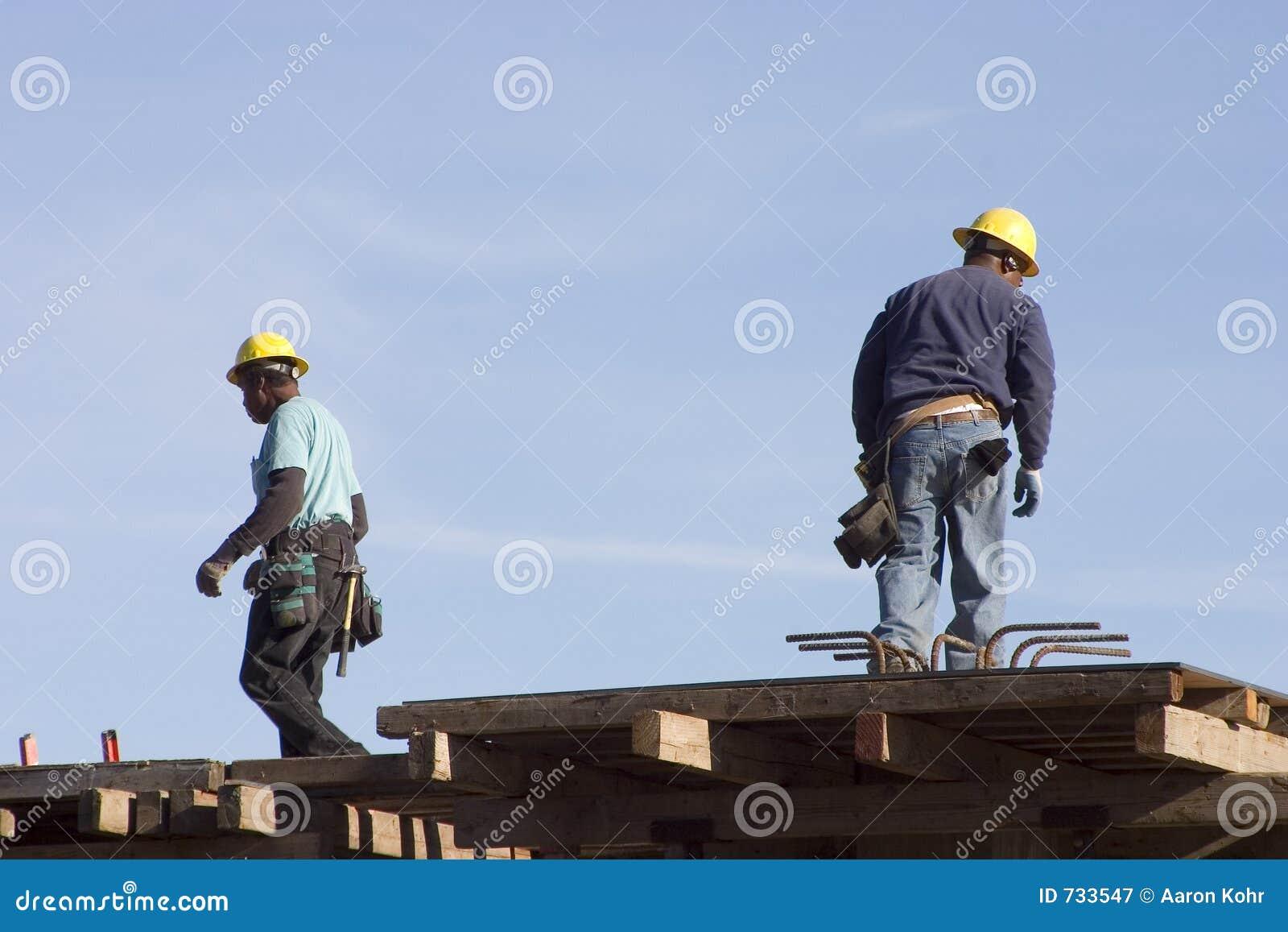 Ouvriers de dessus de toit