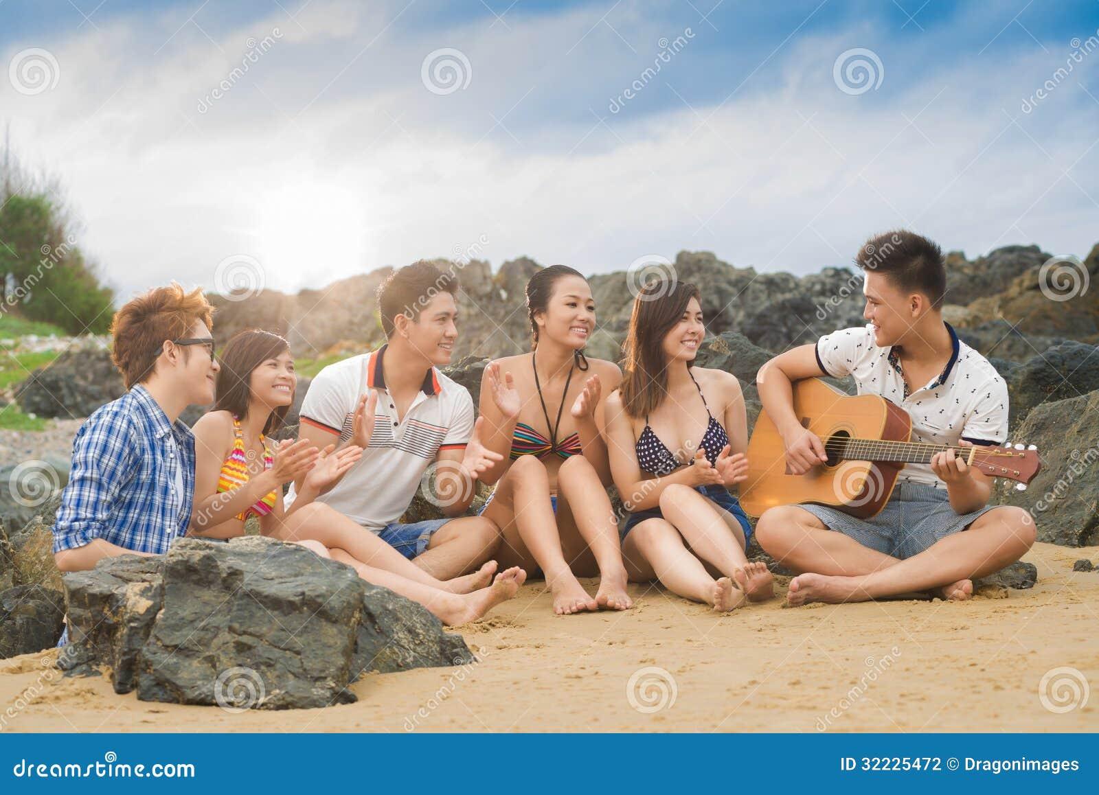 Download Ovações de Friends? foto de stock. Imagem de homens, partido - 32225472