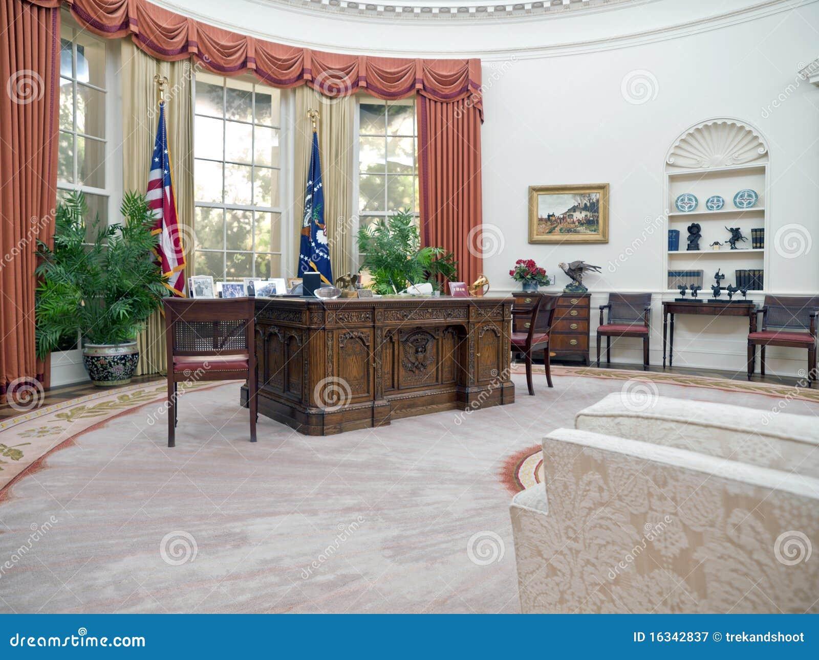 Ovaal Bureau