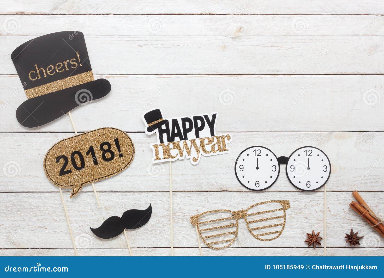 Ovanför flyg- bild för sikt av året 2018 för garneringar för stöttor för DIY-fotobås det lyckliga nya
