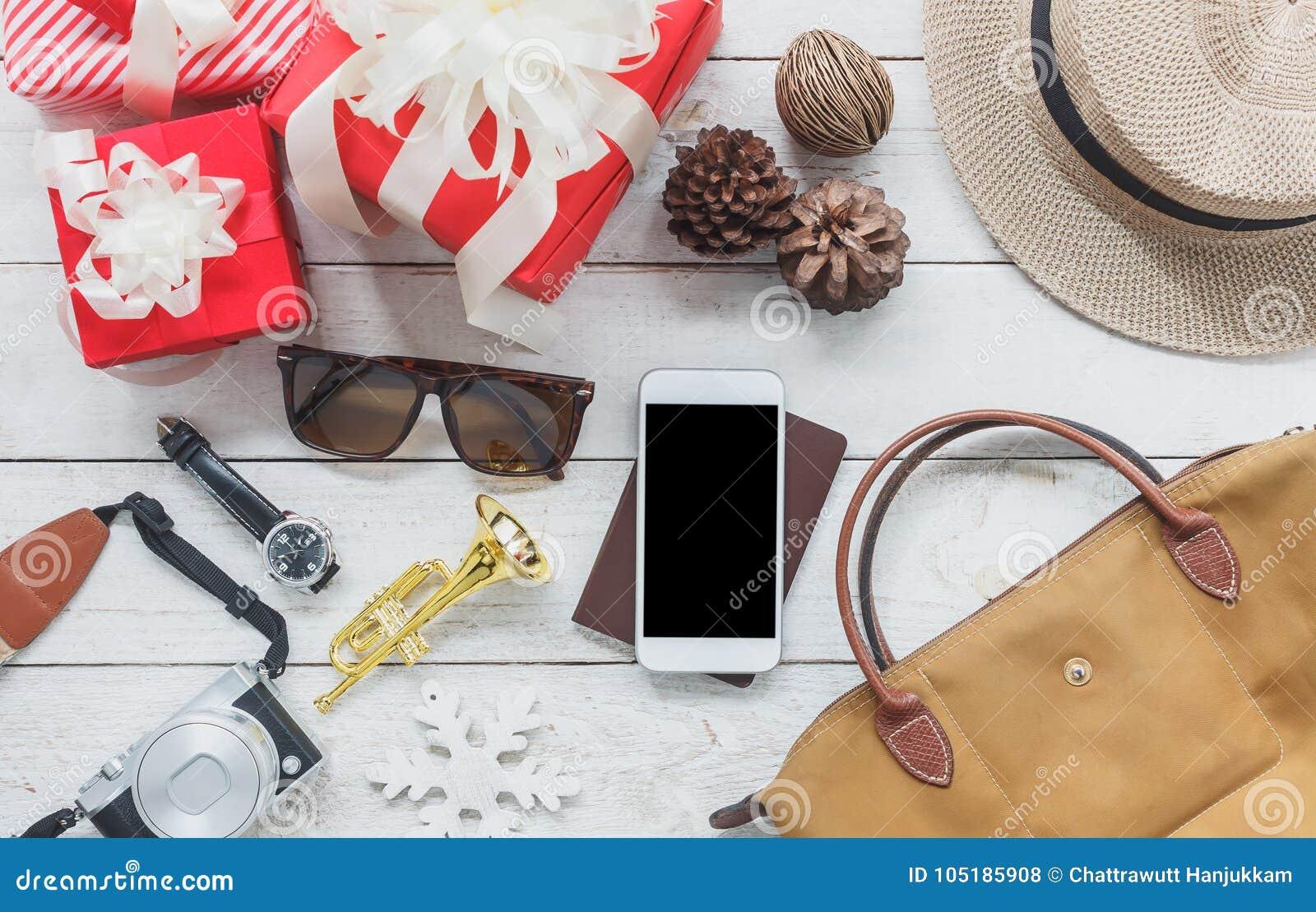 Ovanför sikt av bildobjekt som reser med glad jul för garneringar