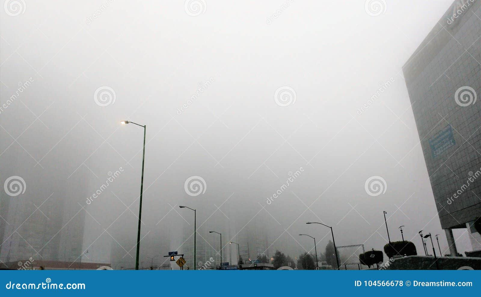 Ovanlig dimma över Mexico - stad