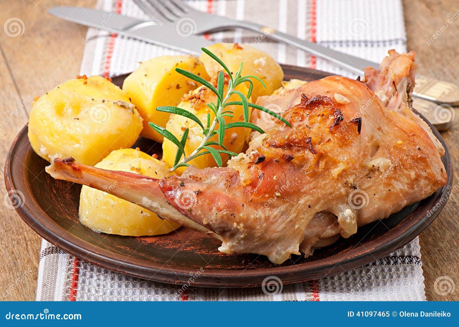Тушеный кролик в духовке с картошкой в духовке рецепт