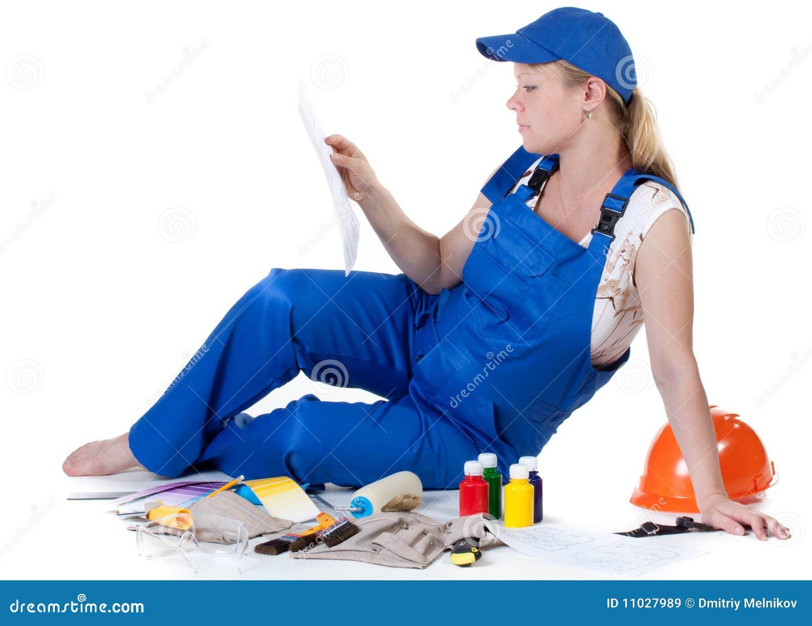 Overallgravid kvinnaworking