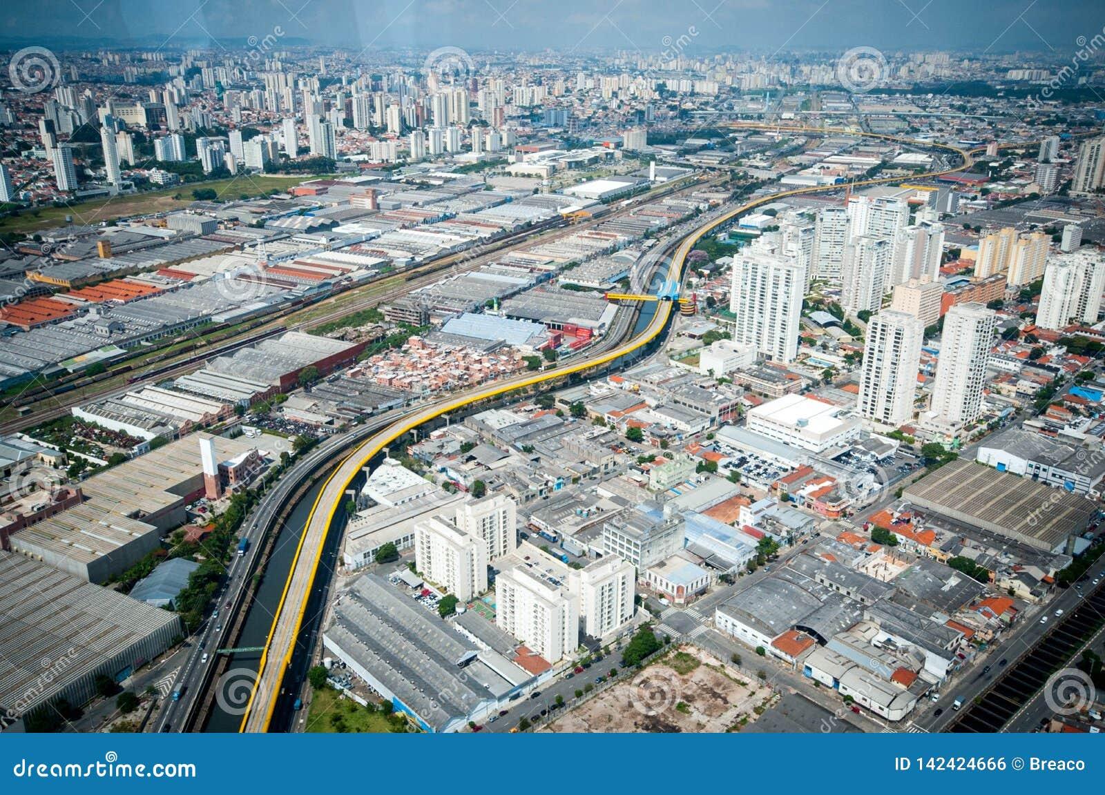 Overflight i den São Paulo Brazil helikoptern