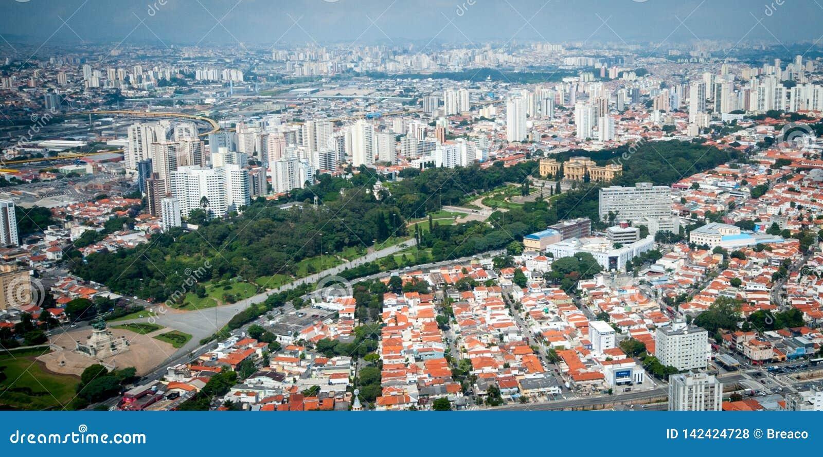 Overflight i São Paulo Brazil helicopterIpirangamuseum