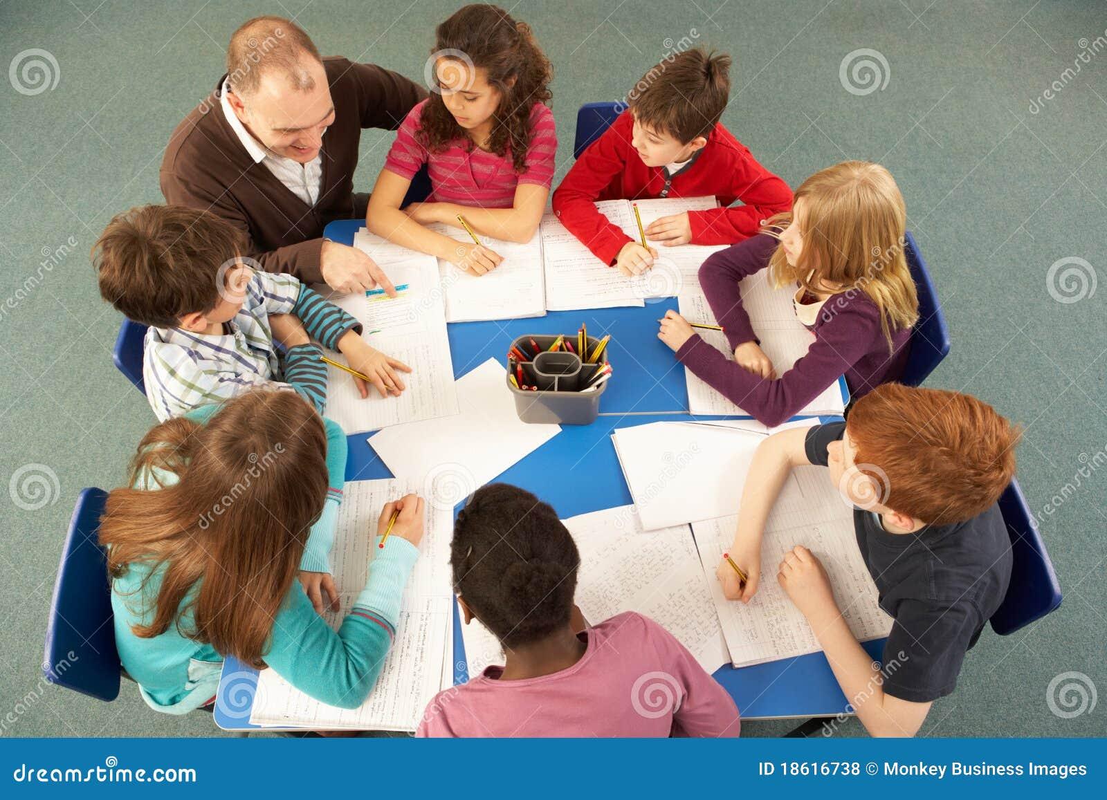 С учителем на столе 3 фотография