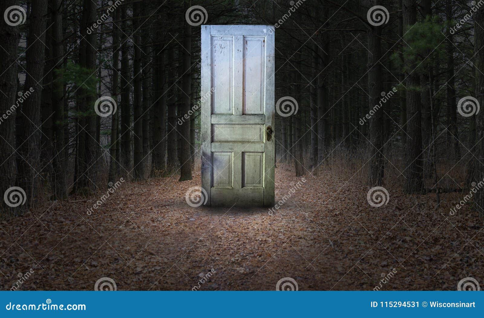 Overklig dörr, Woords, bana, skog