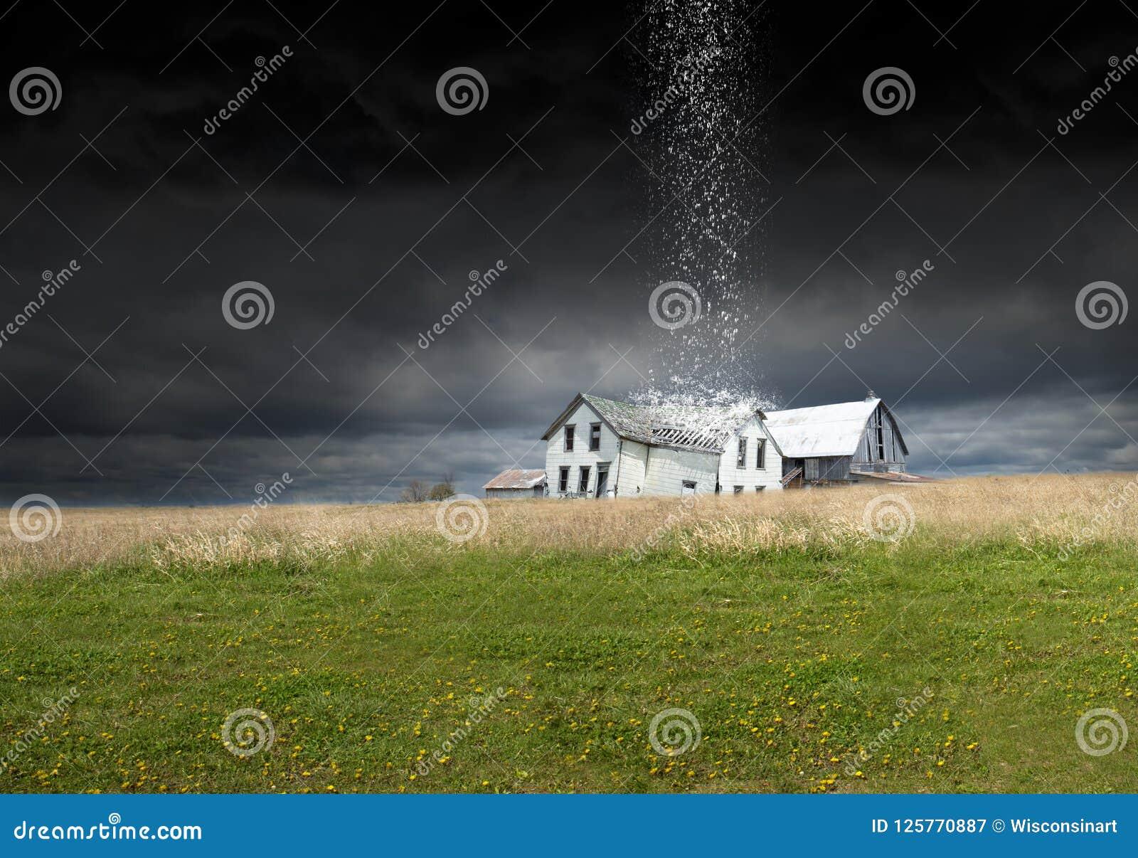 Overklig regnstorm, väder, lantgård, ladugård, lantbrukarhem