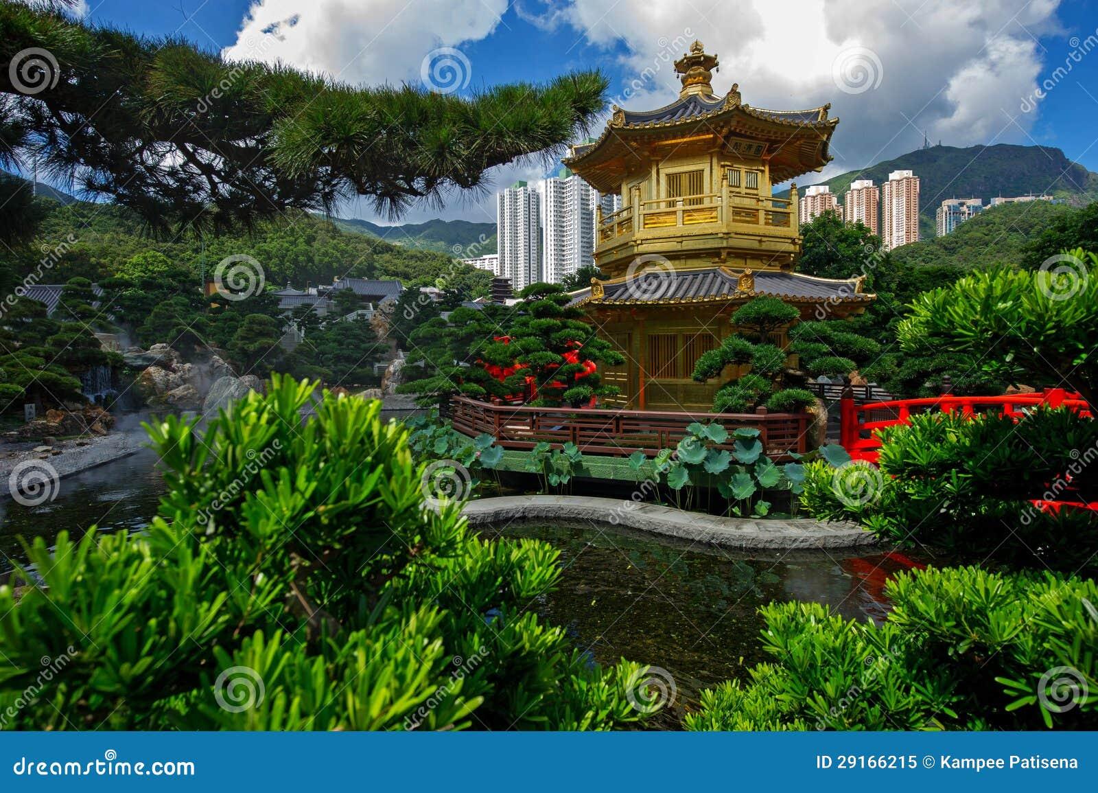 Overspan brug en paviljoen in de tuin van nan lian hong kong stock afbeelding afbeelding - Tuin decoratie buitenkant ...