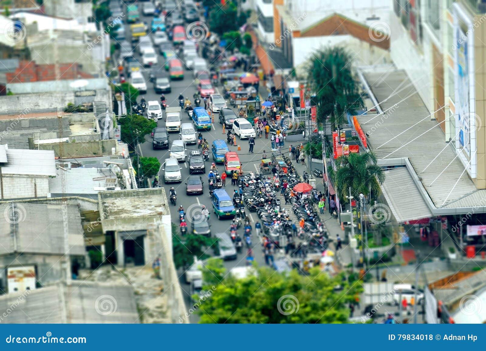 Overvol die verkeer vanaf bovenkant wordt gezien