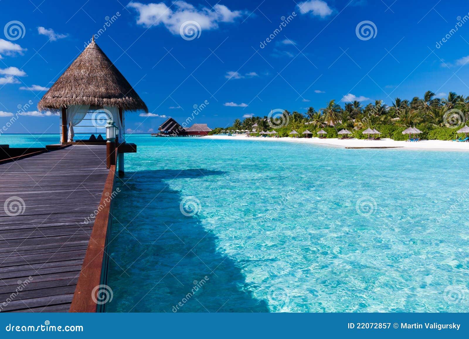 Lagoon Tropical Island: Overwater Spa In Lagoon Around Tropical Island Royalty