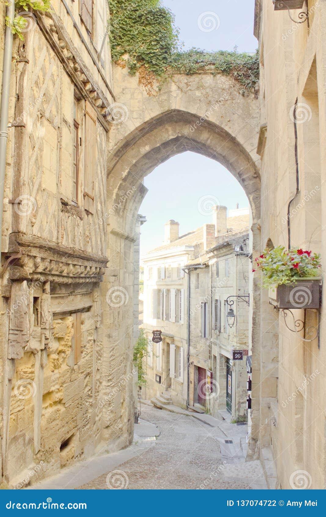 Overwelfde galerij in Saint Emilion, Bordeaux, Frankrijk