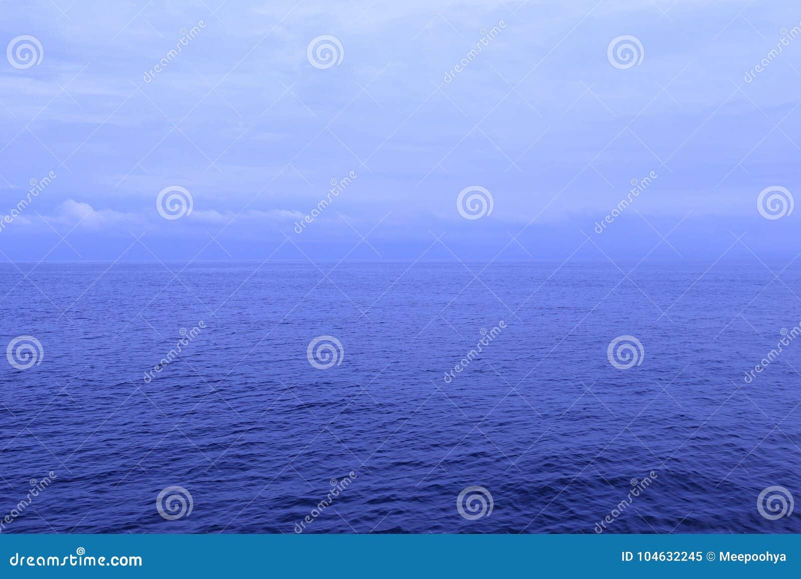 Download Overzees En Blauwe Hemel In Schemeringtijd Stock Afbeelding - Afbeelding bestaande uit nacht, effect: 104632245