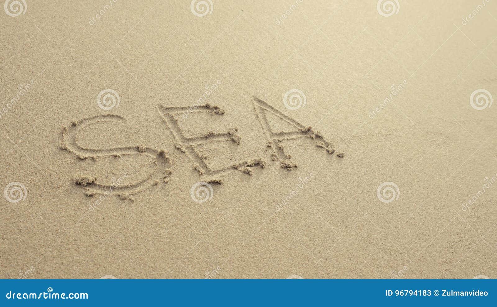 OVERZEES met hart op het strandzand wordt door golven altijd wordt gewassen geschreven die