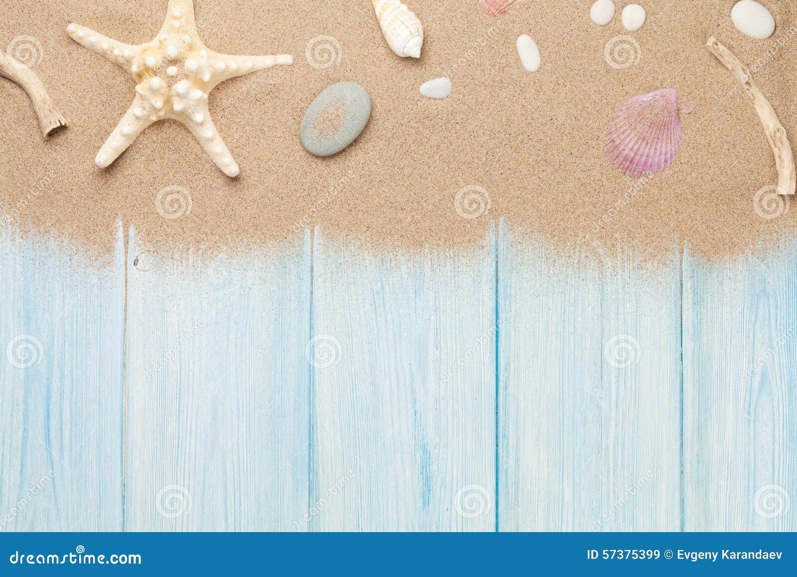 Overzees zand met zeester en shells