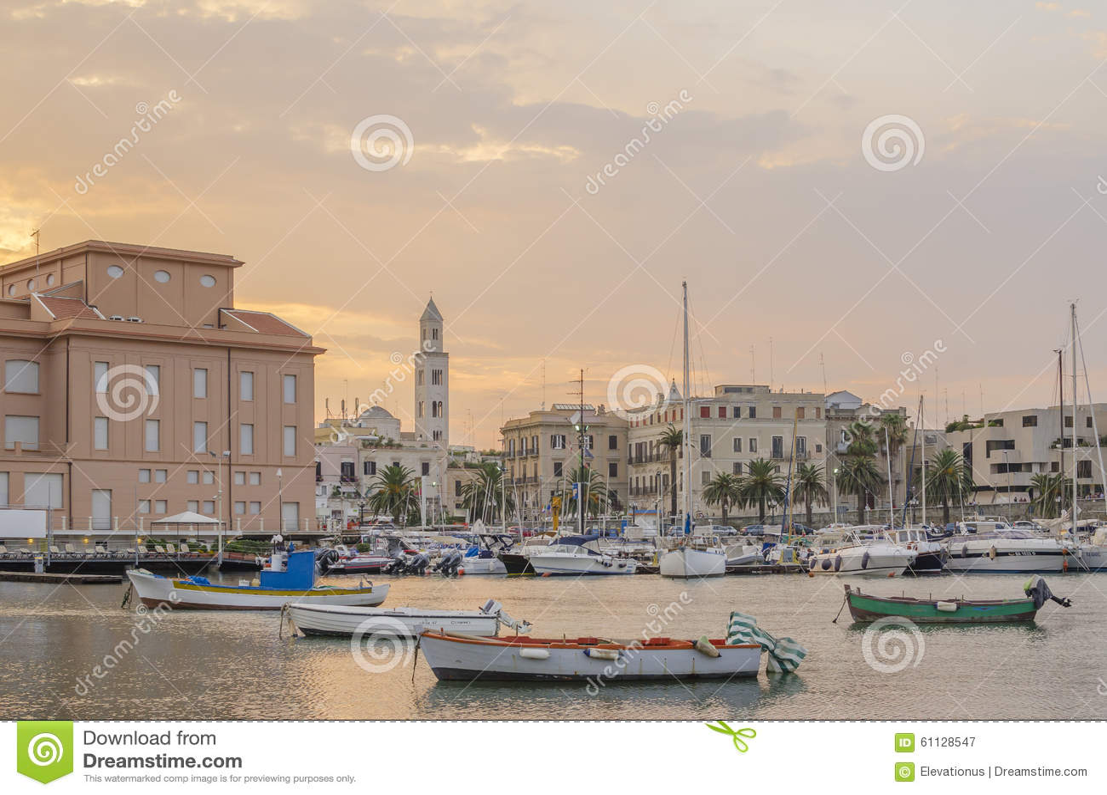 Overzeese en de stadsmening van Bari, Apulia, Italië