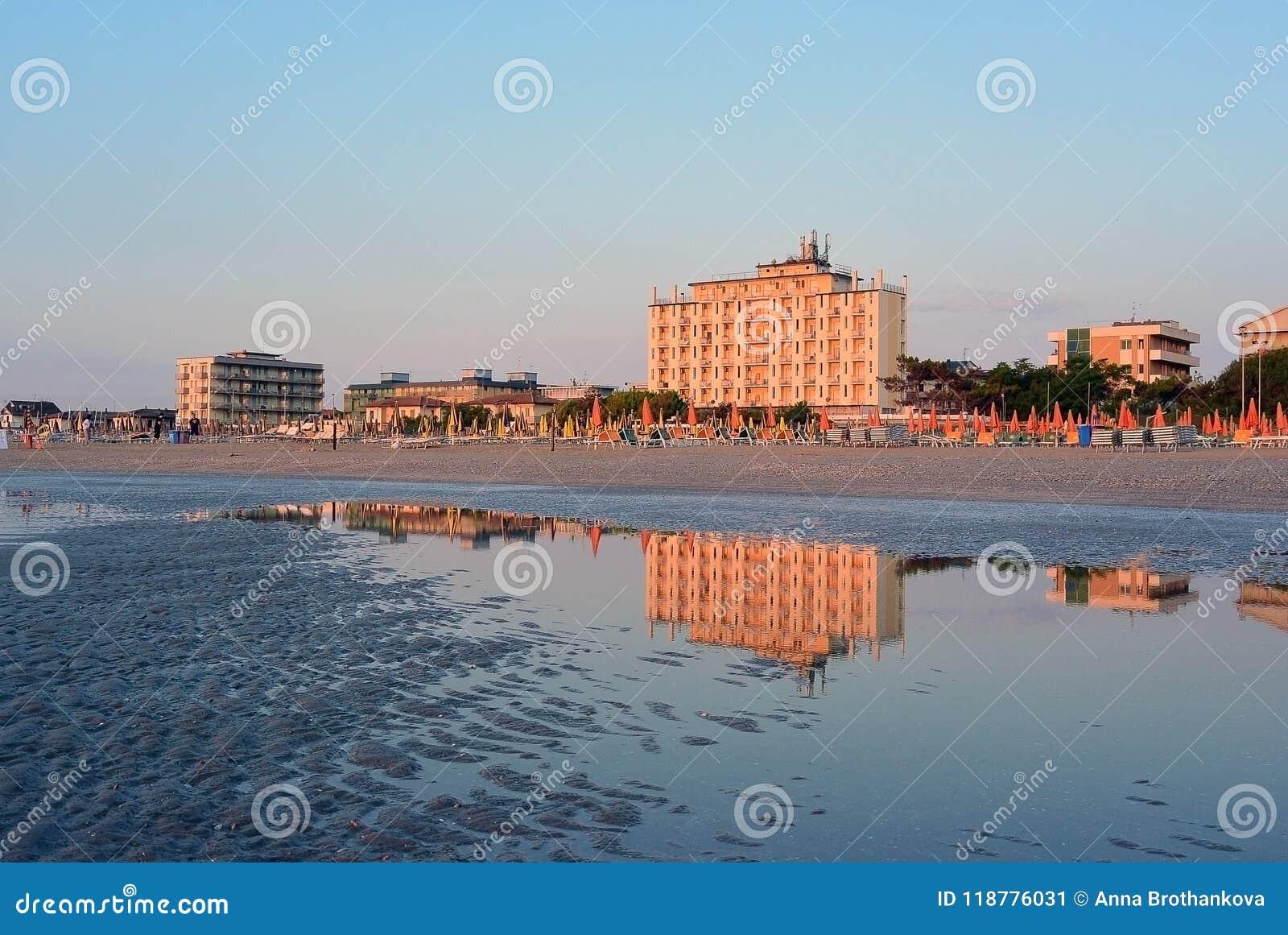Overzeese kust en mening over Adler-hotel in Lido Di Classe, Italië