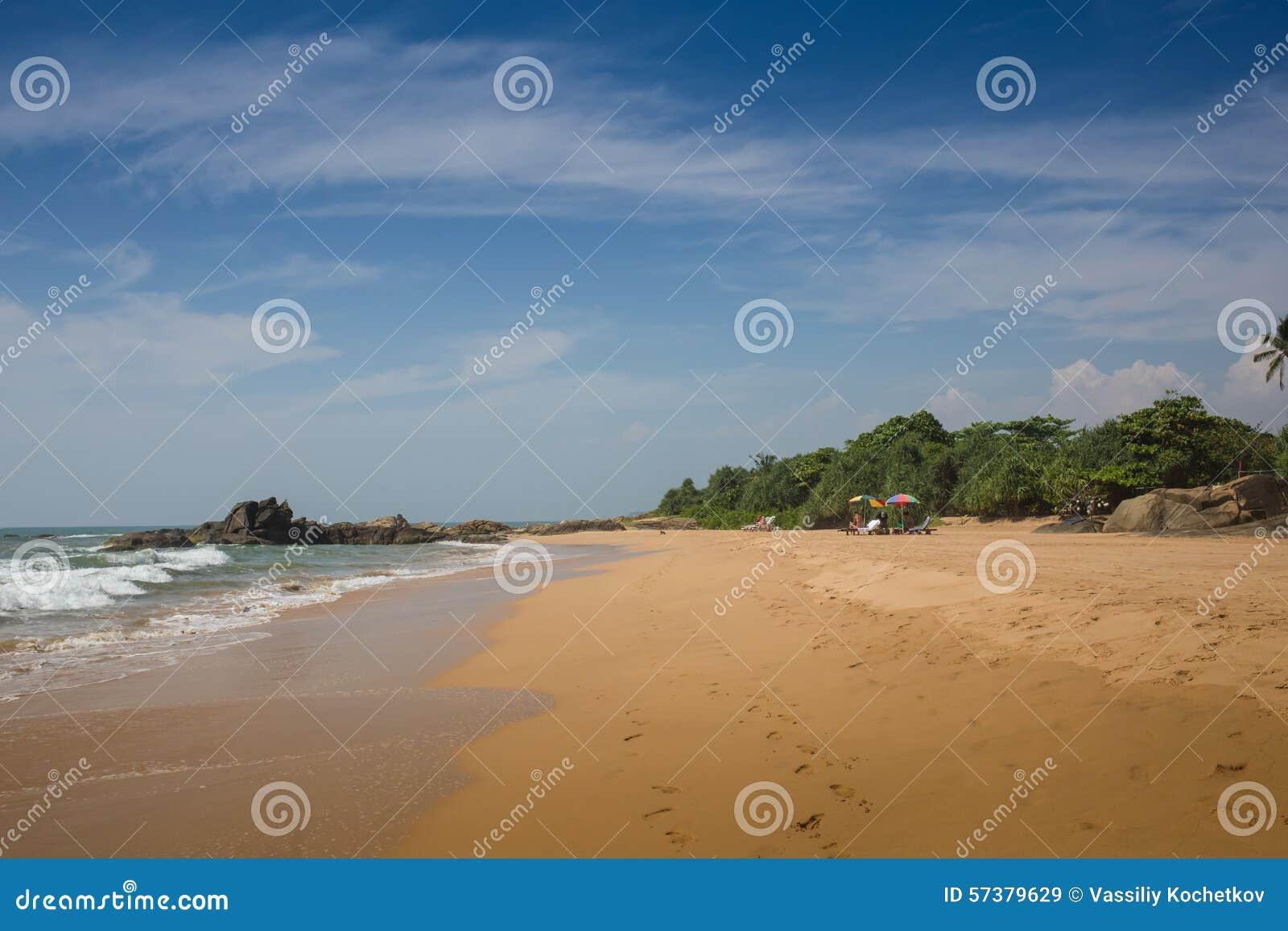 Overzeese zandhemel en de zomerdag
