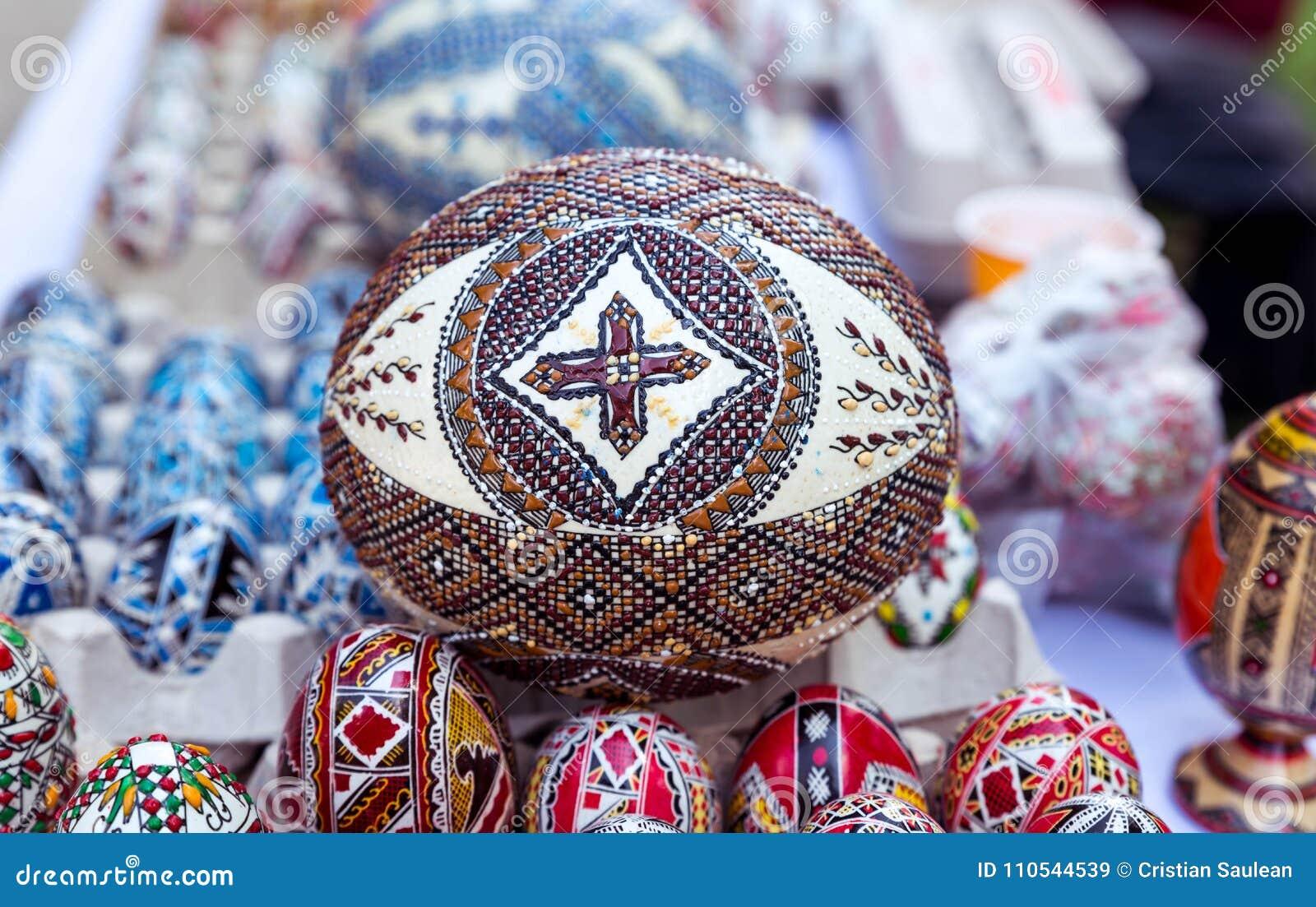 Ovo da páscoa tradicional, pintado à mão