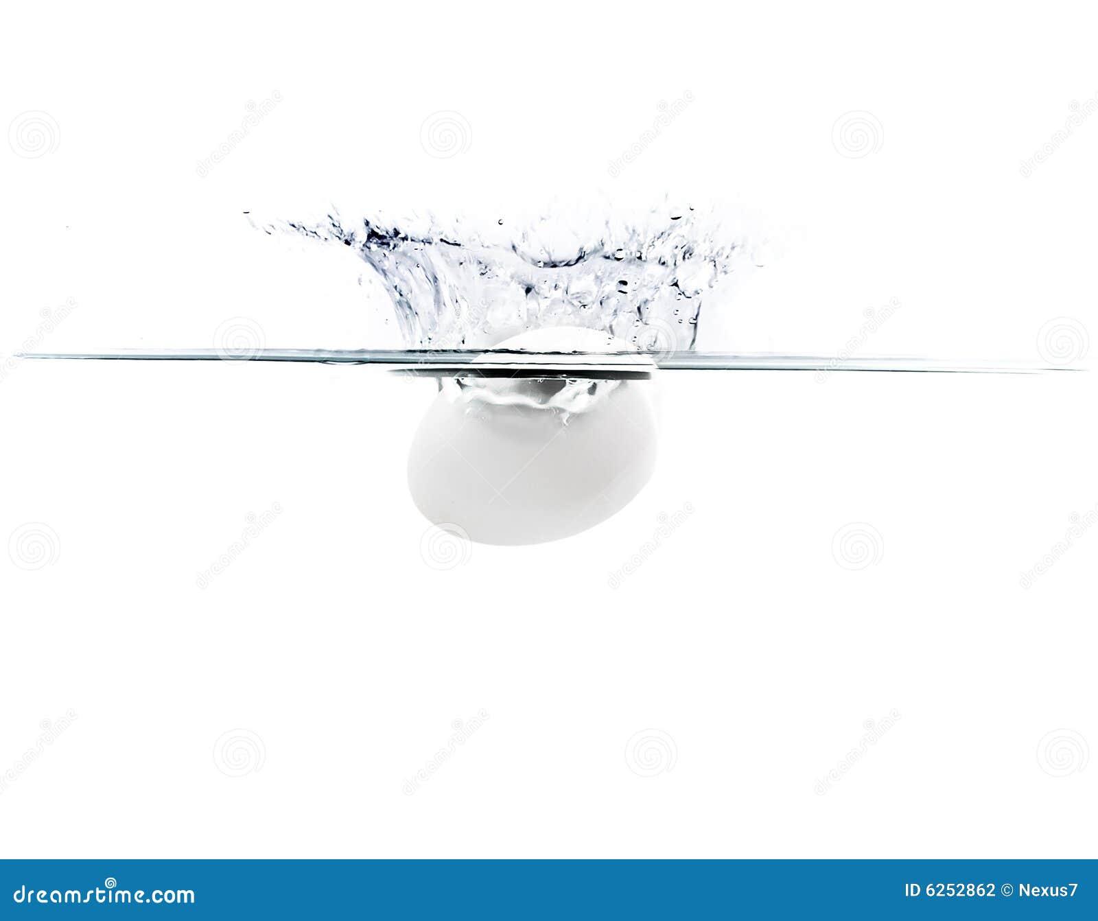 Ovo que cai na água