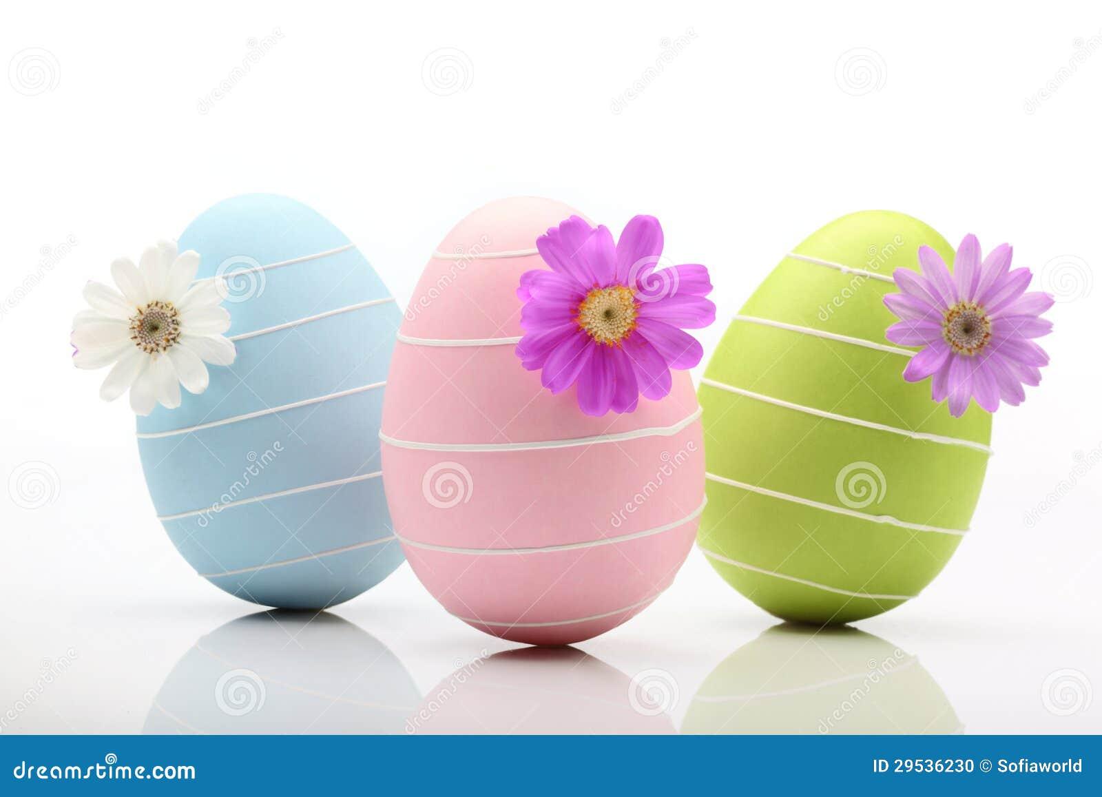 Ovos da páscoa com flor
