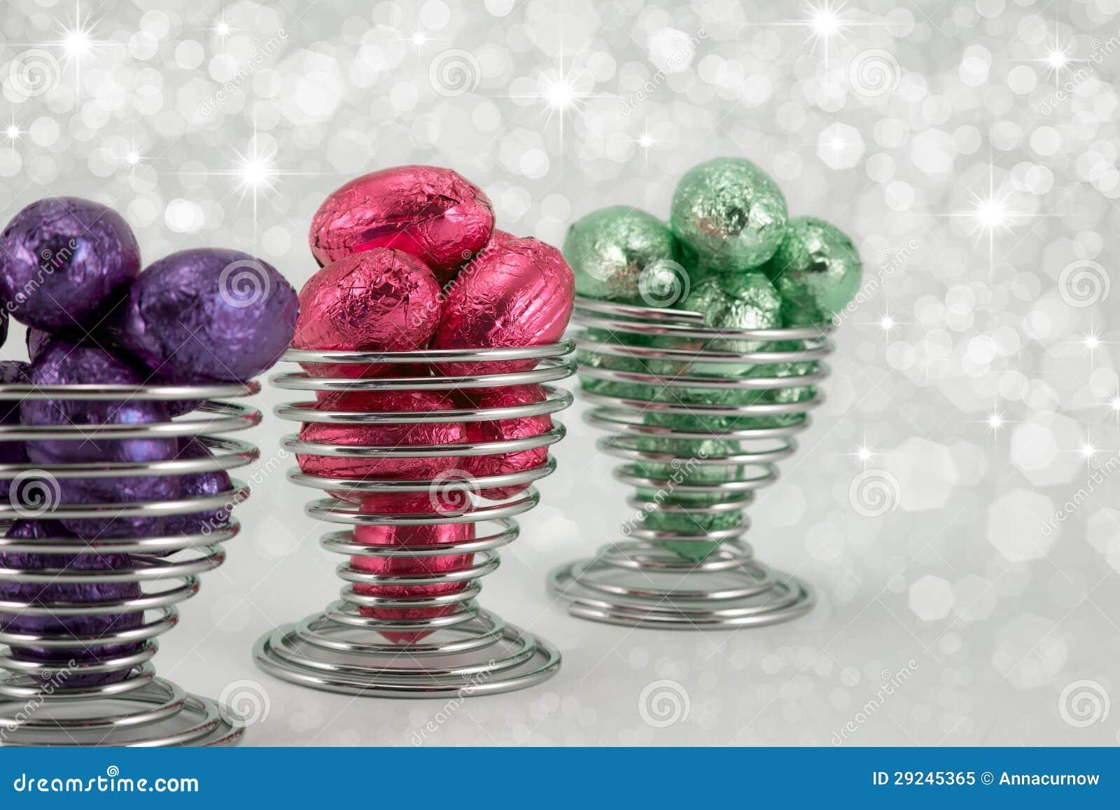 Download Ovos Da Páscoa Envolvidos Folha. Imagem de Stock - Imagem de de, ovos: 29245365