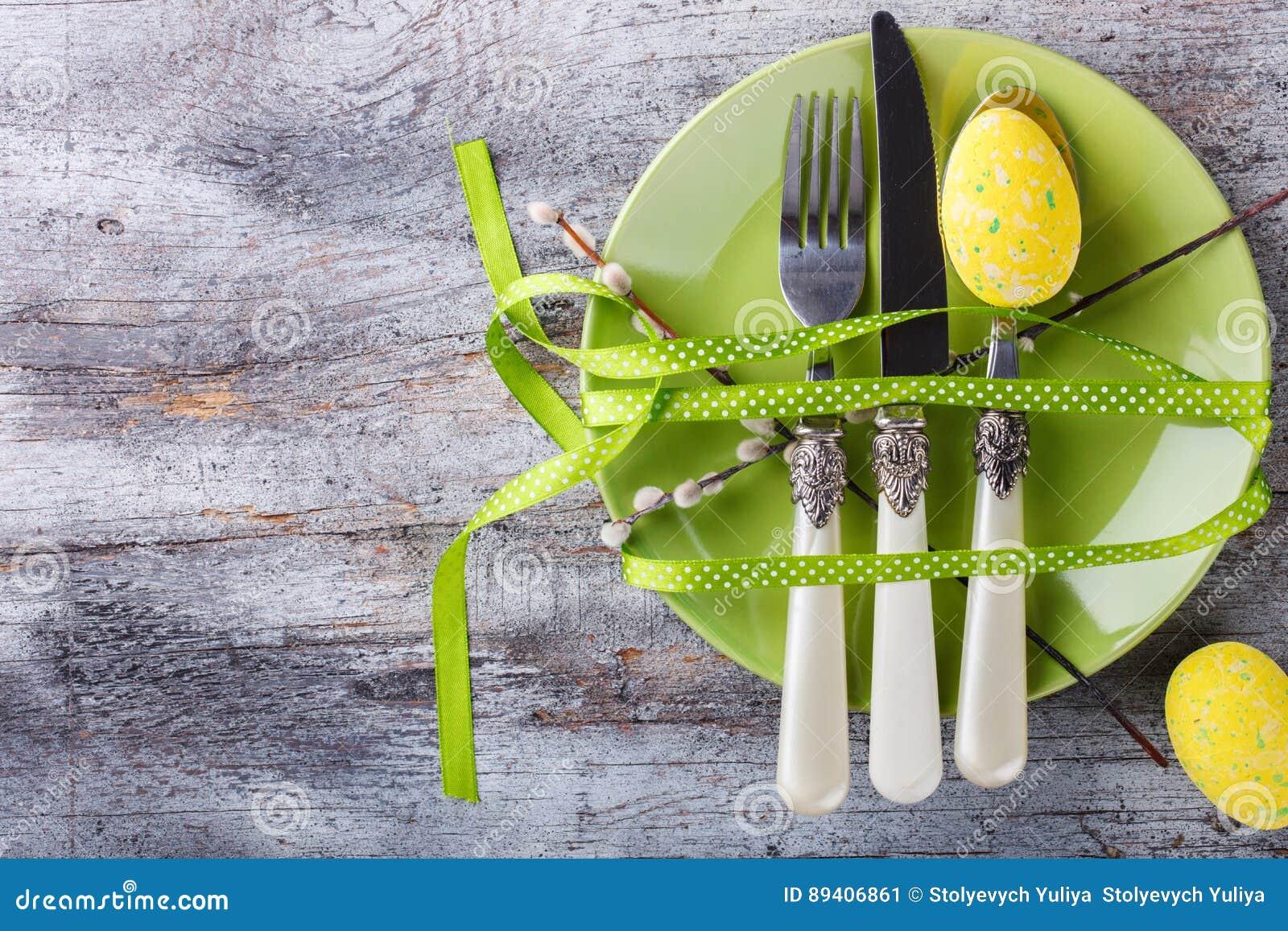 Ovos e salgueiro de codorniz