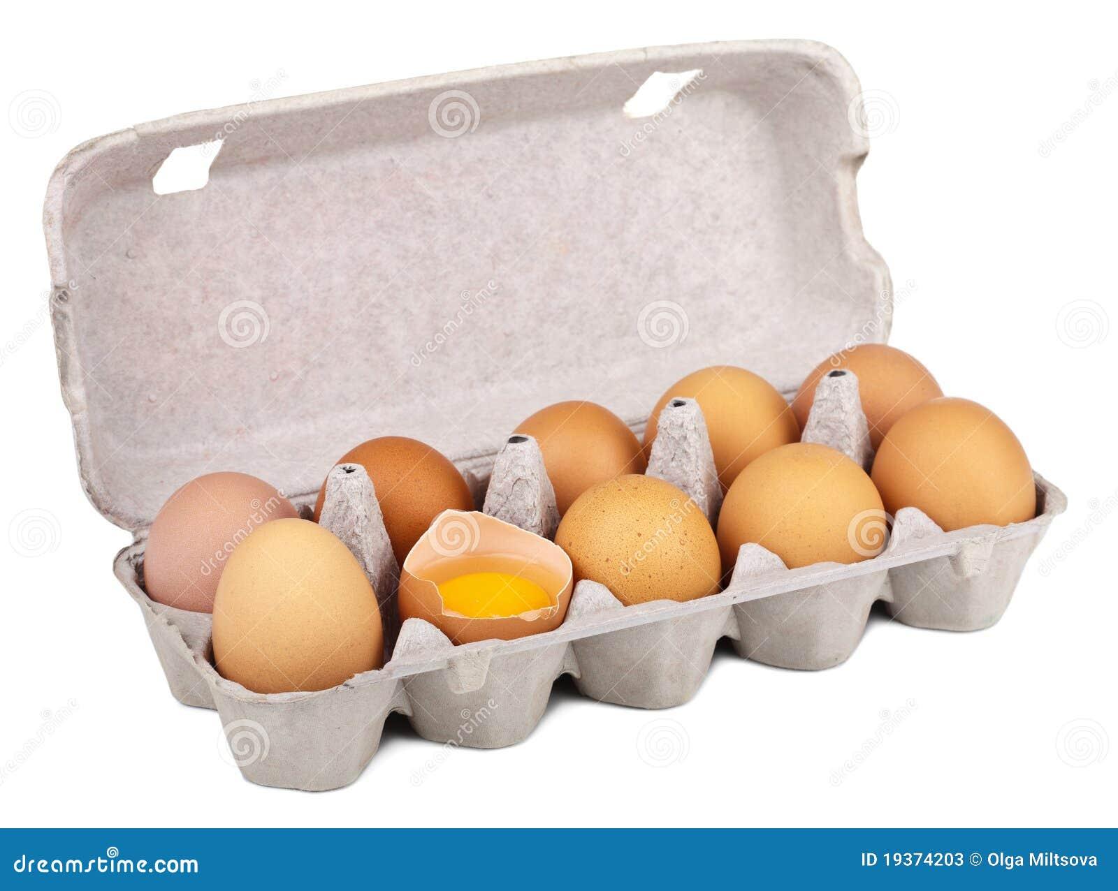 Ovos na caixa isolada