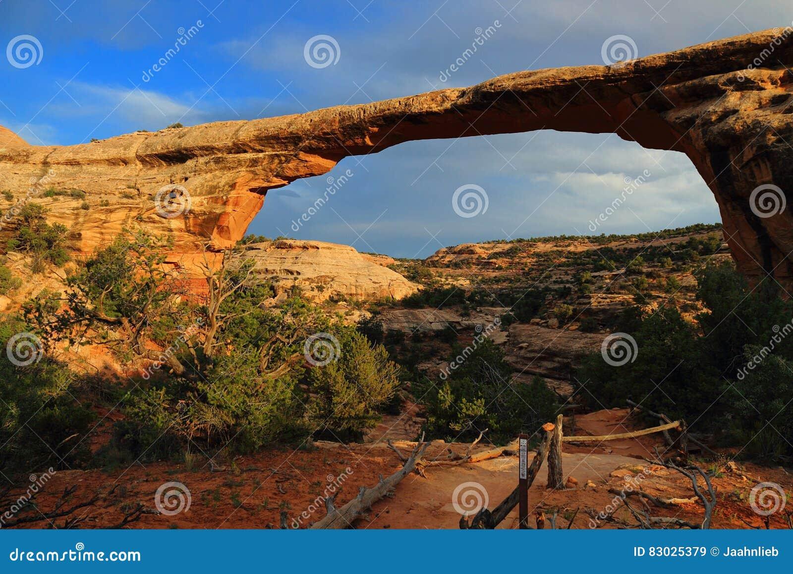 Owachomobrug in het Gelijk maken van Licht, Natuurlijk Bruggen Nationaal Monument, Utah