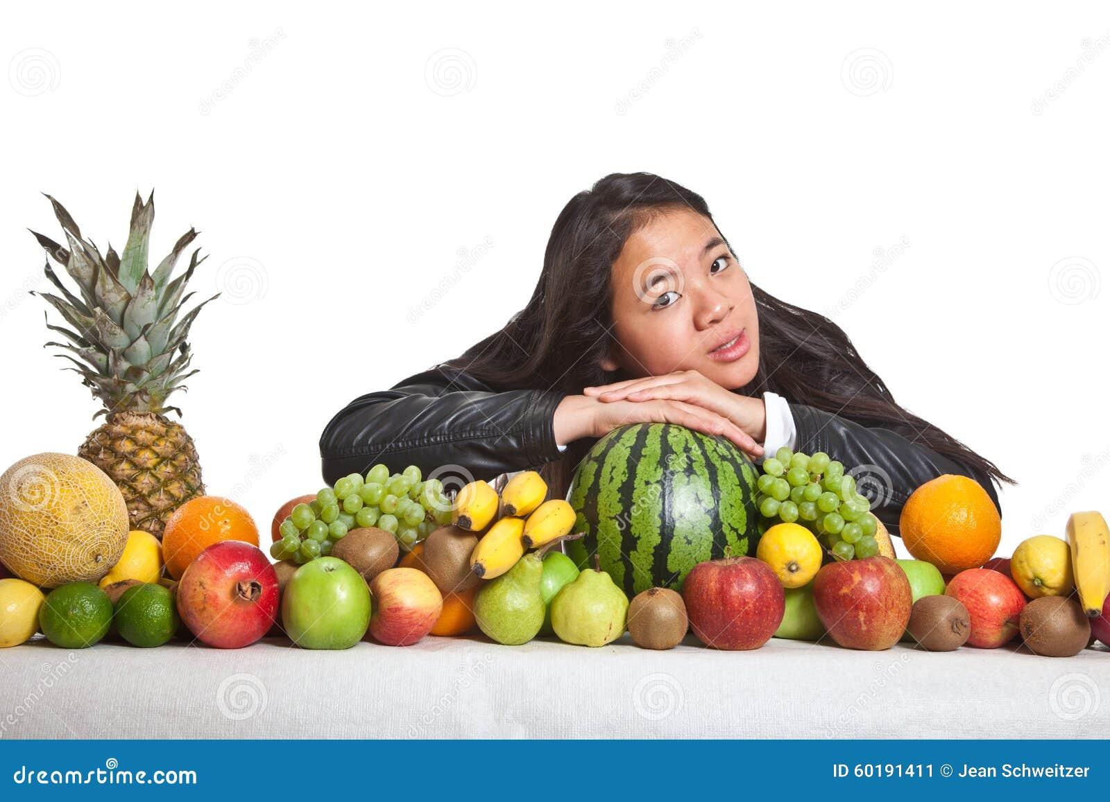 Owoc i dziewczyna