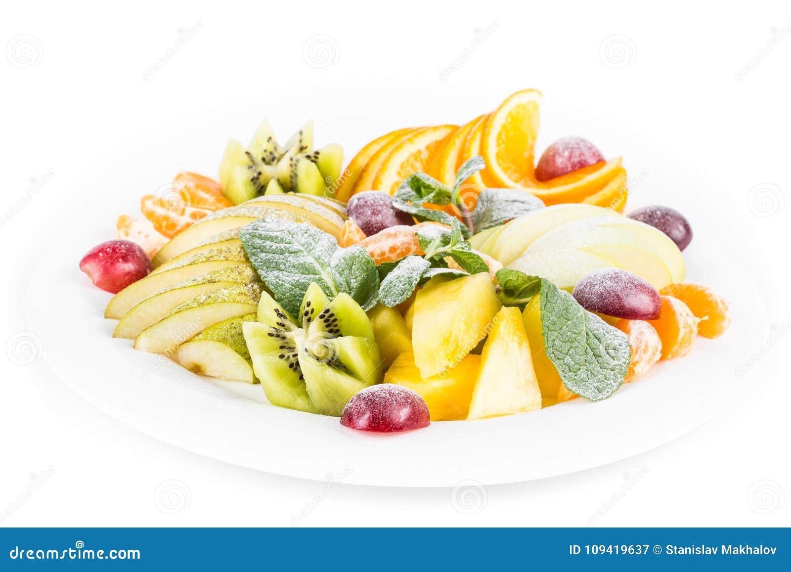 Owoc talerz, odosobniony jabłko, mandarynka, kiwi, winogrona, mennica, bonkreta, jabłko, ananas Owoc sałatka w półkowym zakończen