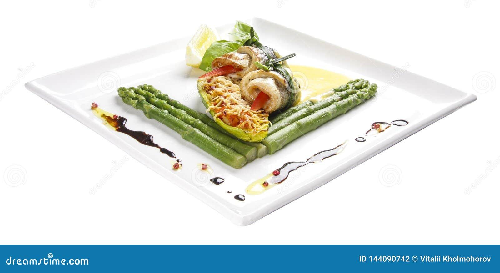 Owoce morza rolki z asparagusami i warzywami
