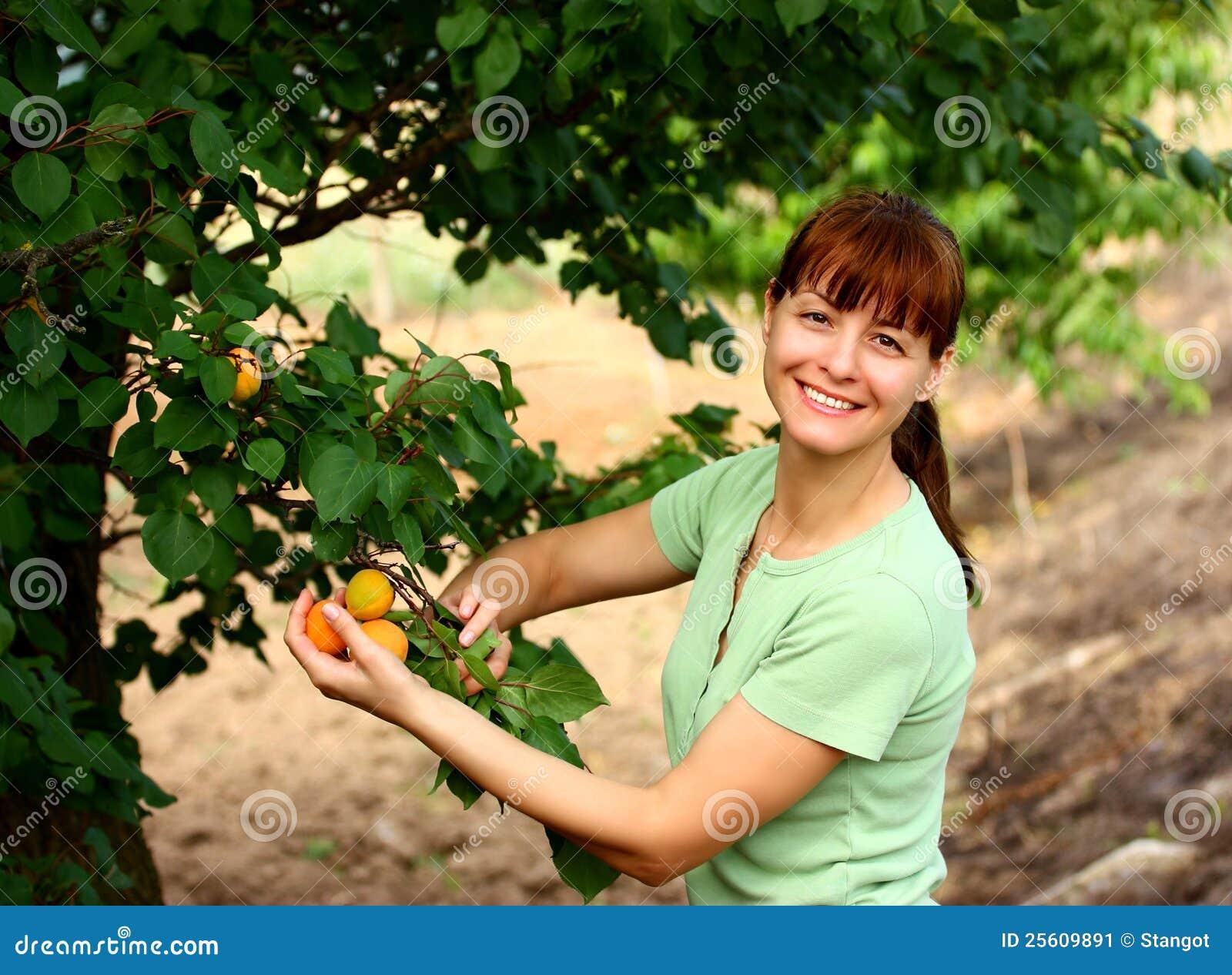Owocowa ogrodowa kobieta