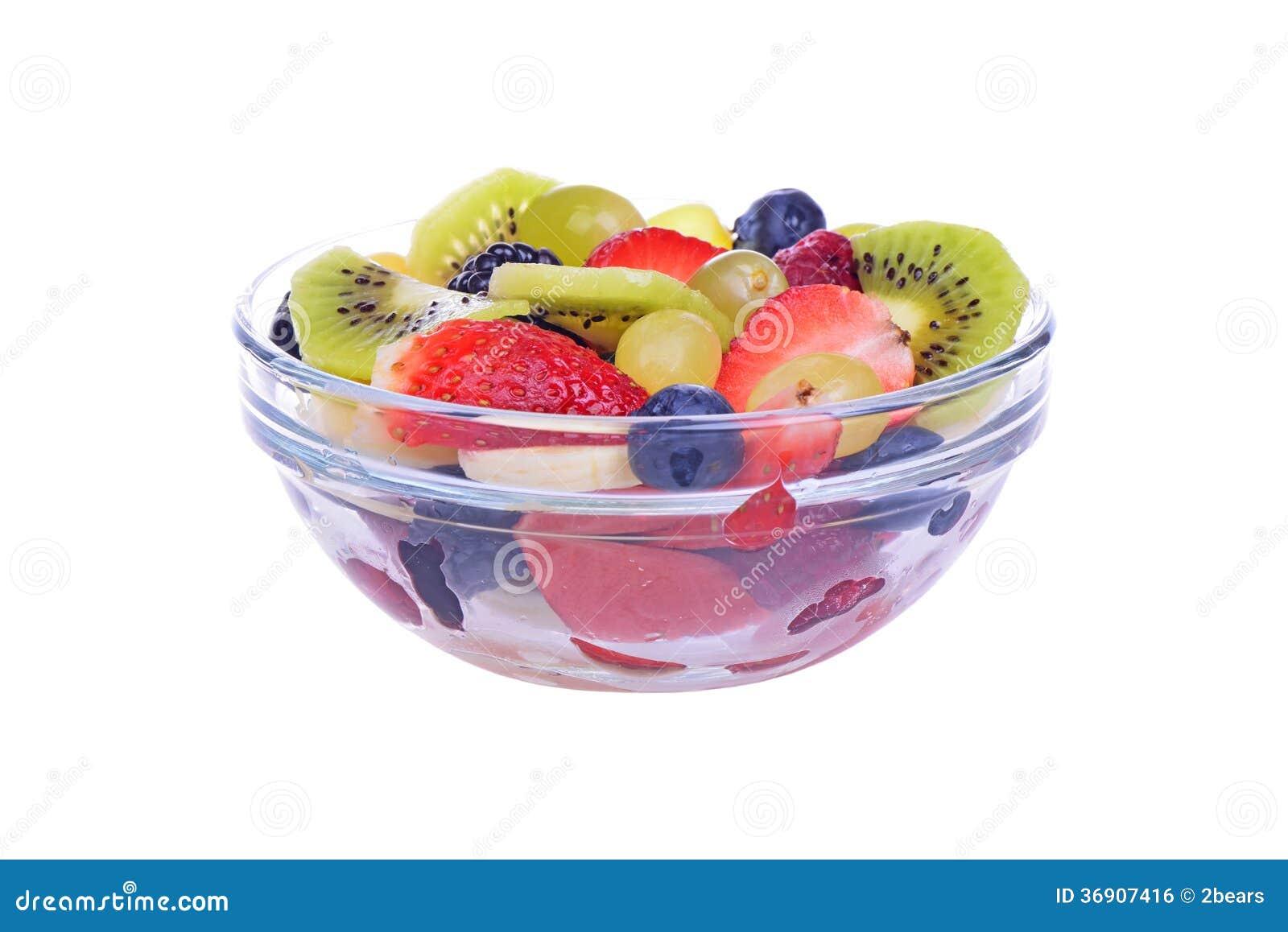 Owocowa sałatka z truskawkami, pomarańcze, kiwi