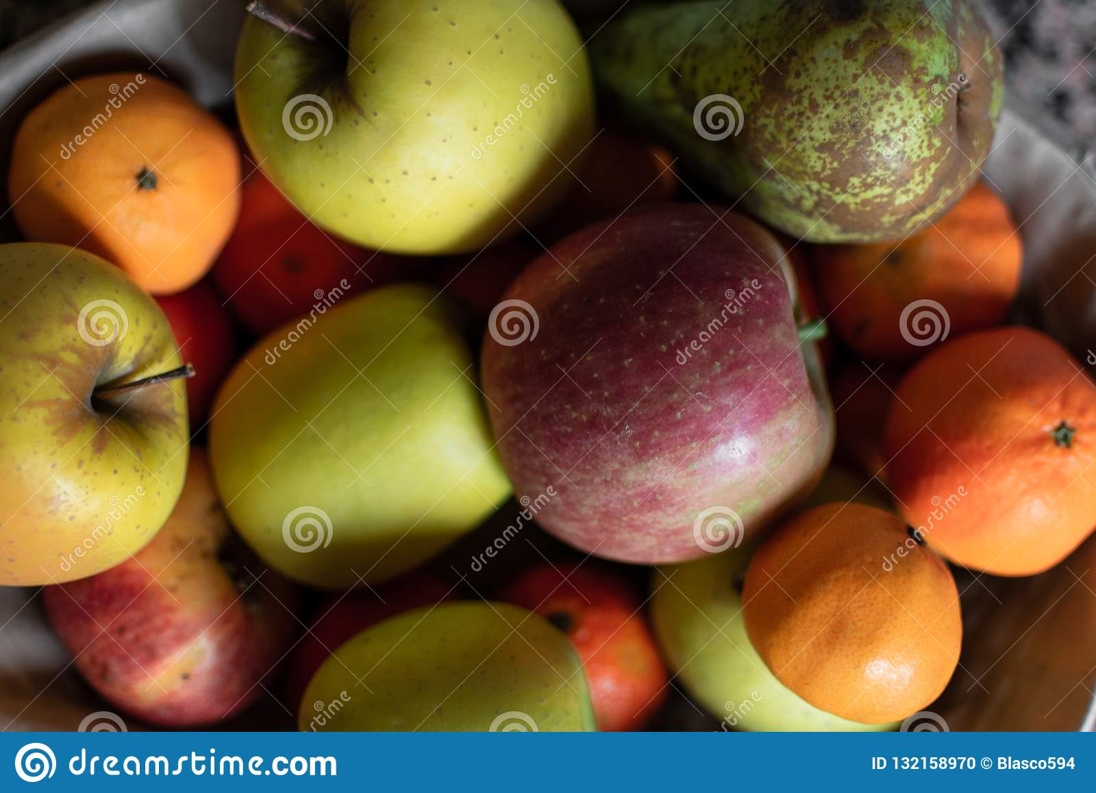 Owocowy kosz w kuchni
