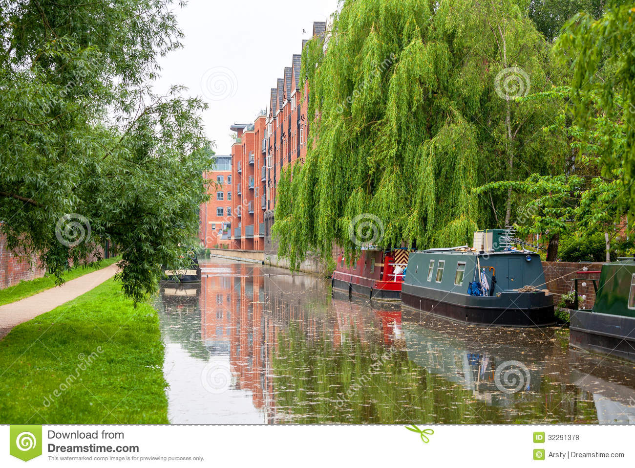 Luxury apartments exterior - Oxford Canal England Royalty Free Stock Photos Image