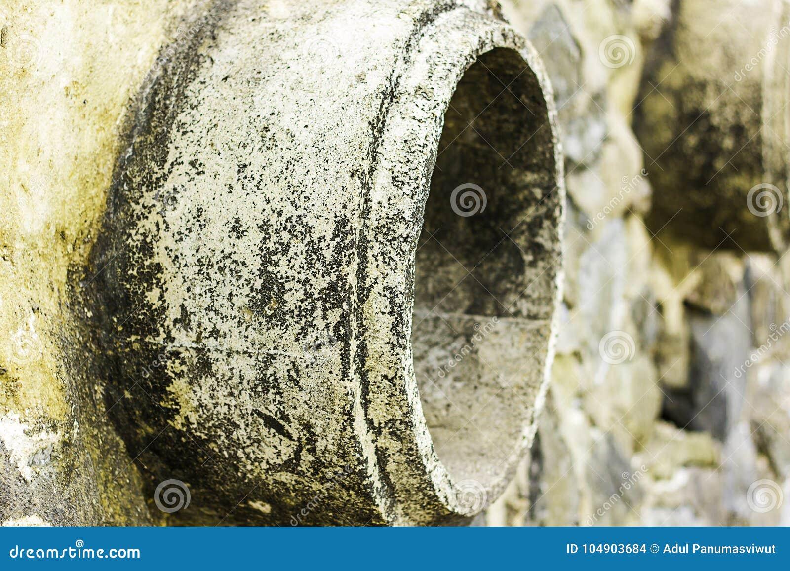Oxidação e corrosão na pele da tubulação e do metal Corrosão do metal Oxidação dos metais Poluição de água da tubulação da drenag