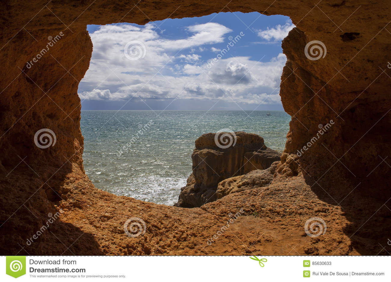 Ozean-Höhle