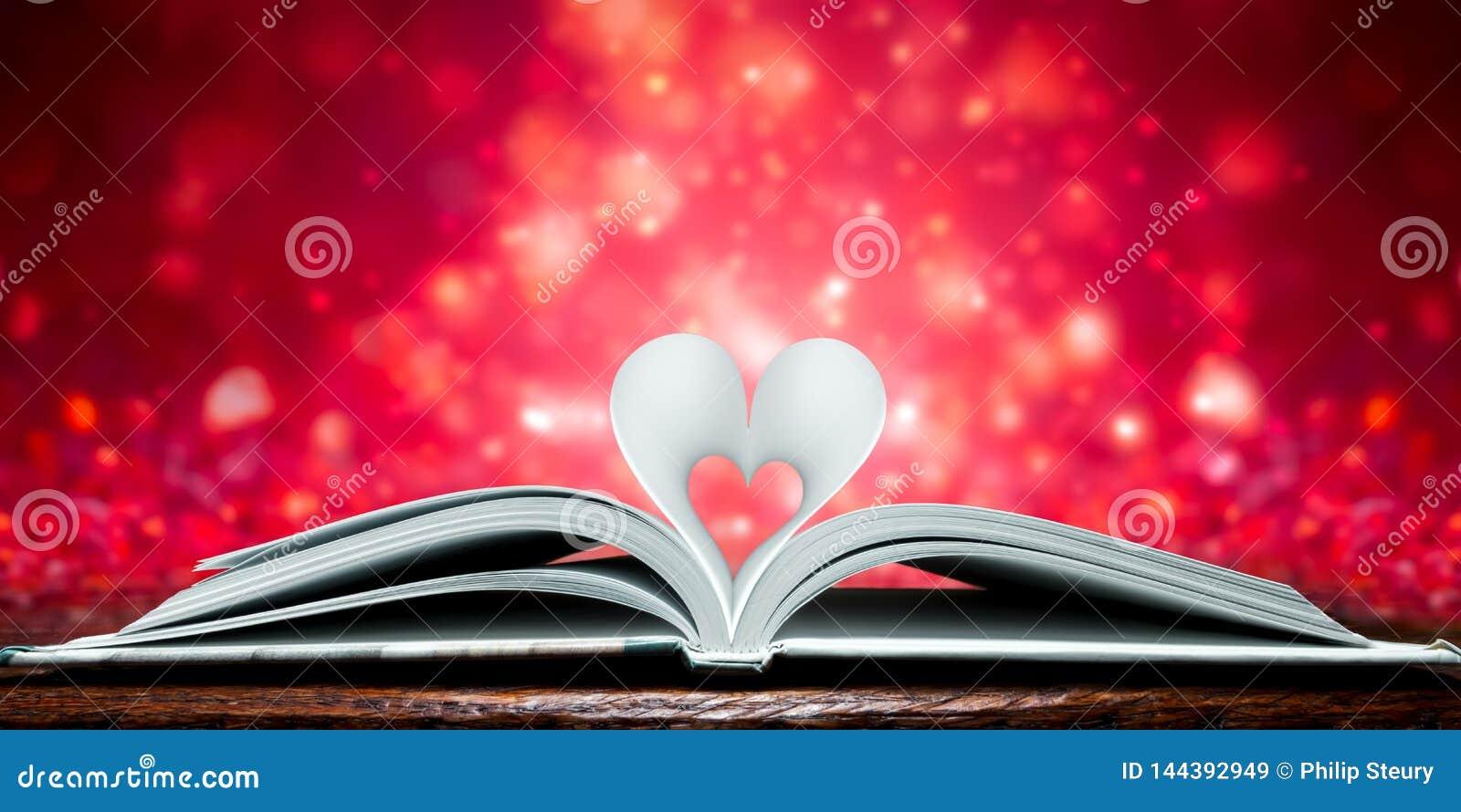 Páginas dadas forma coração