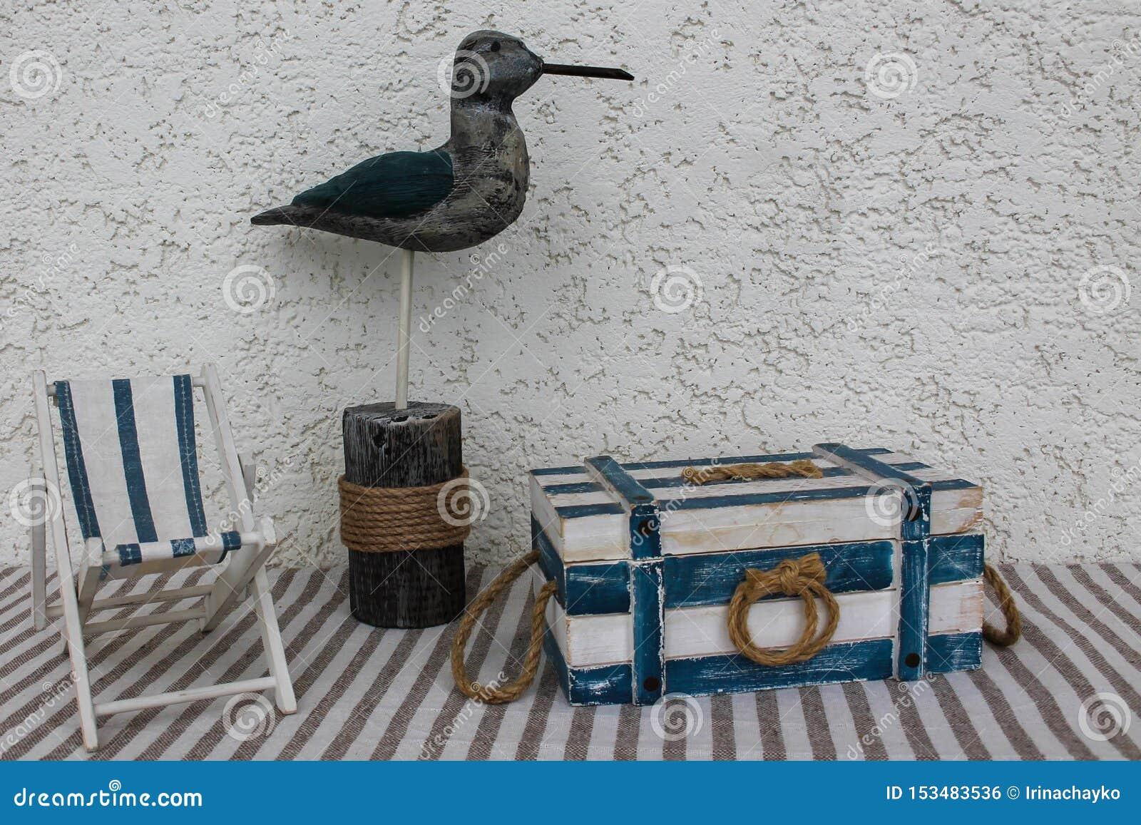 Pájaro decorativo y artículos marinos