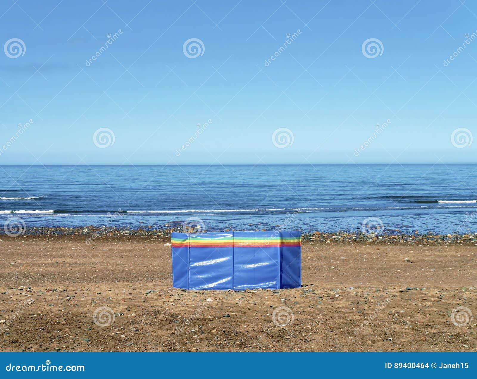 Pára-brisas na praia abandonada