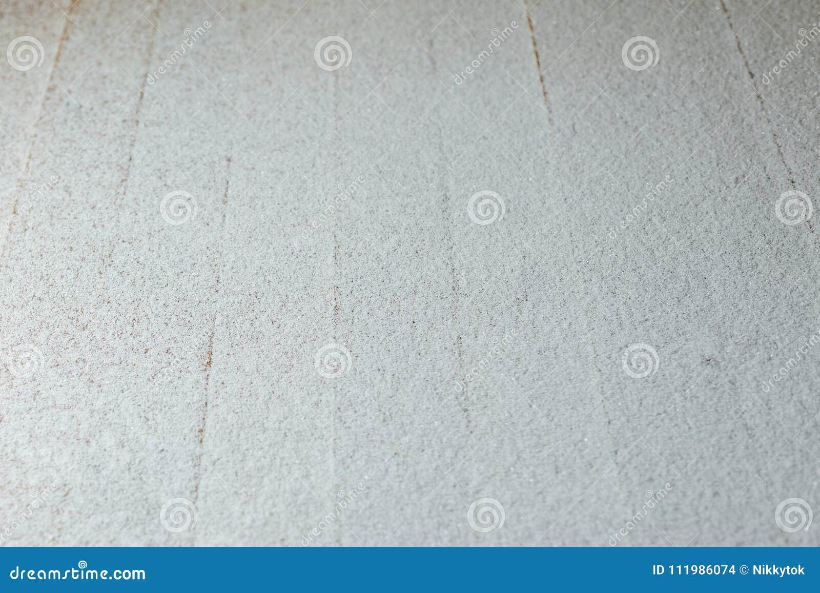 Pátina da neve no fundo de madeira das retardações