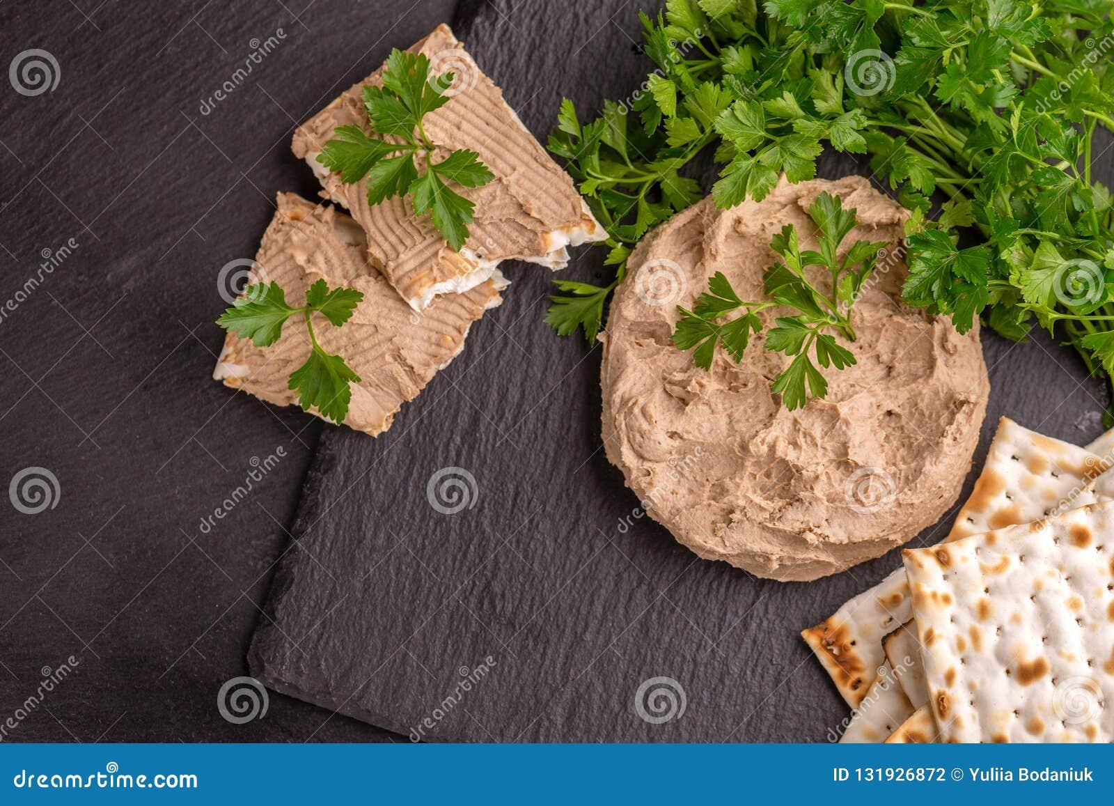 Pate De Foie Fait Maison De Poulet Avec Du Pain Azyme Et Le Persil Photo Stock Image Du Poulet Persil 131926872