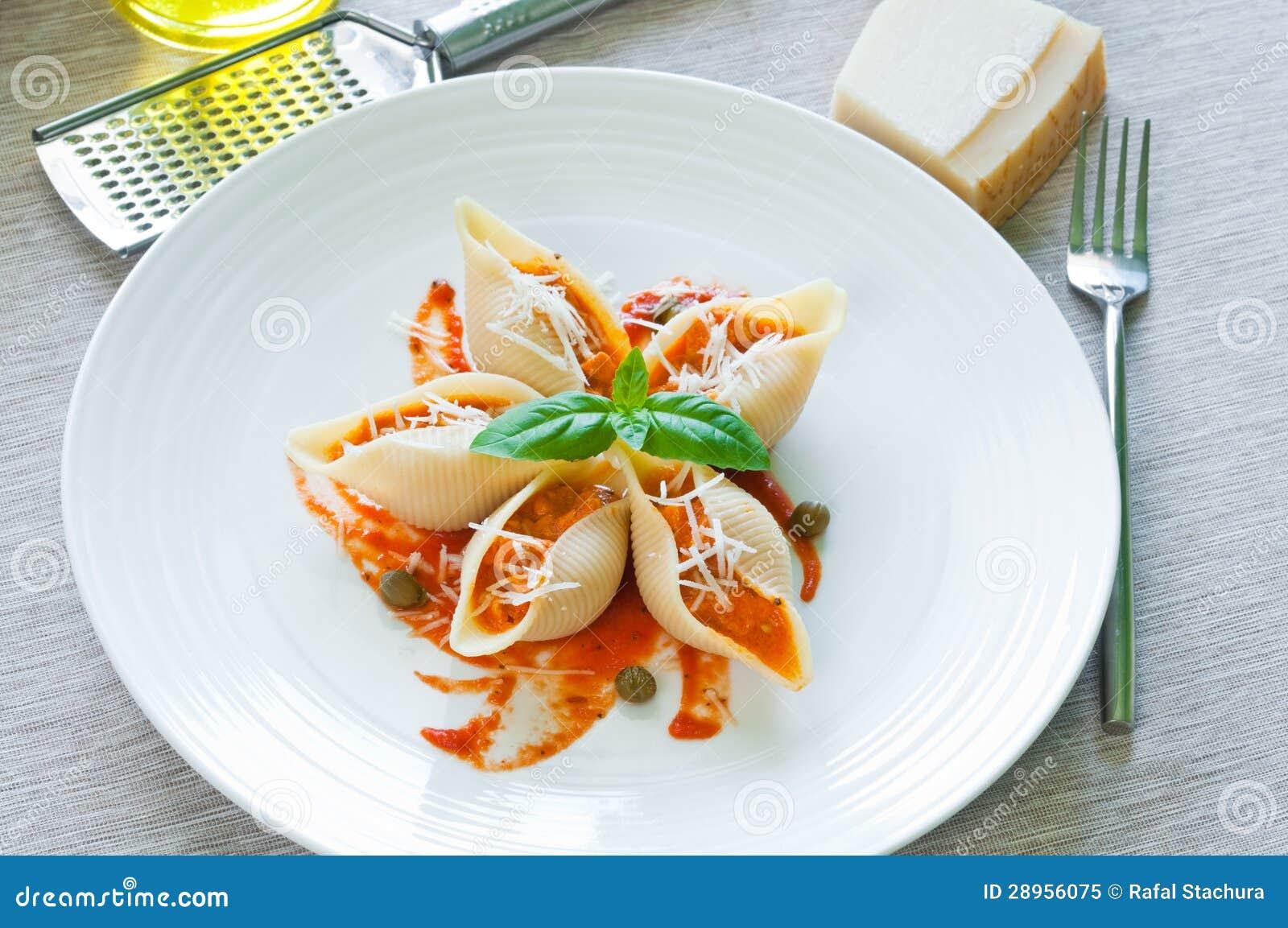 Pates Avec Des Saumons Image Stock Image Du Closeup 28956075