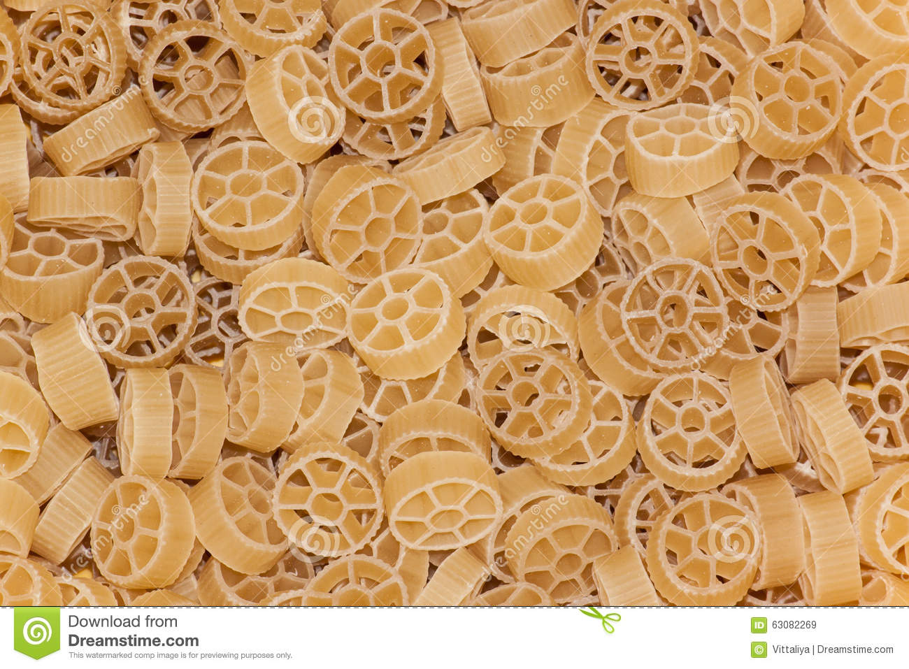 Download Pâtes crues de cercle image stock. Image du ingrédient - 63082269