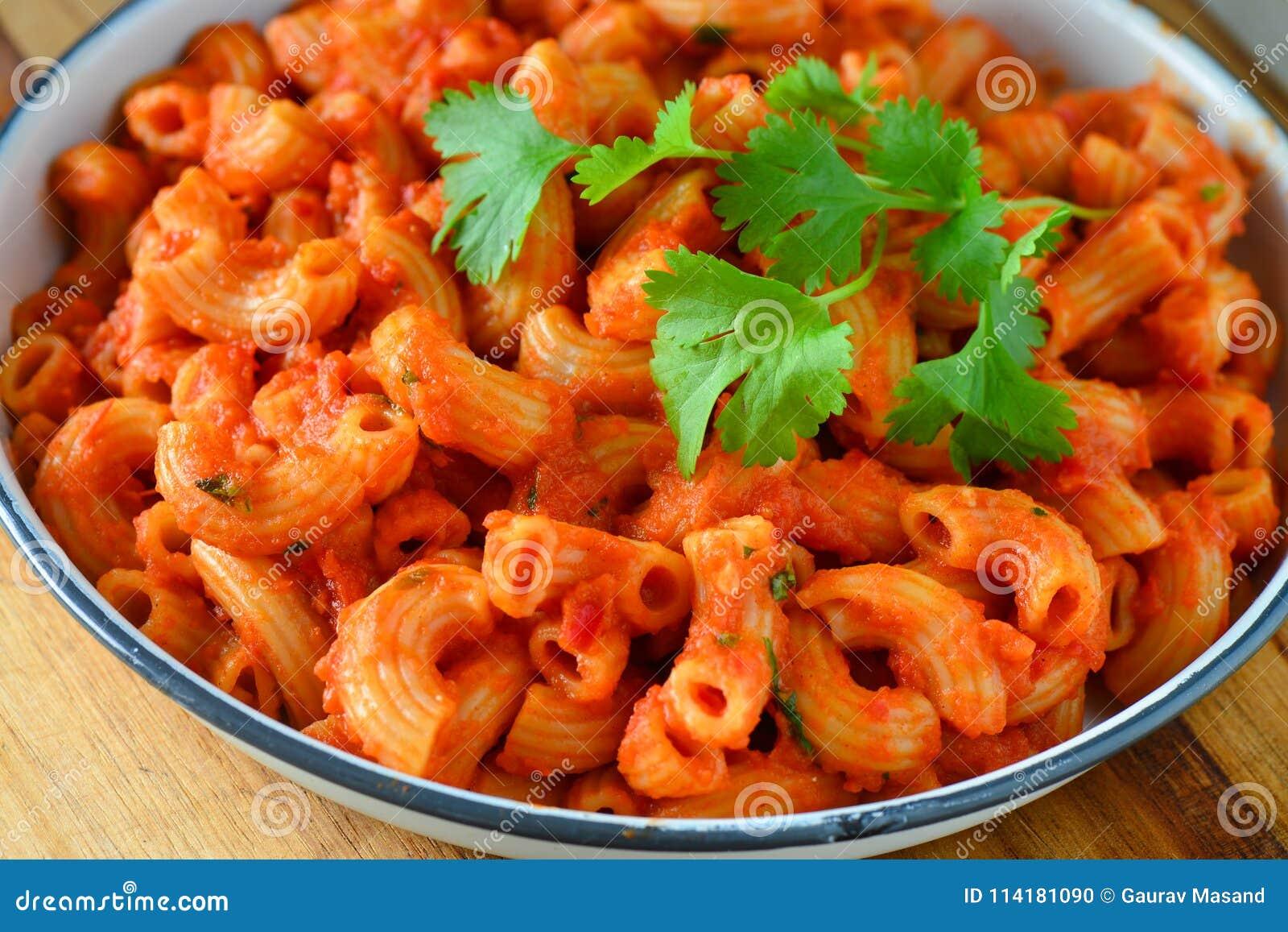 Pâtes de tomate de Vegan - macaronis