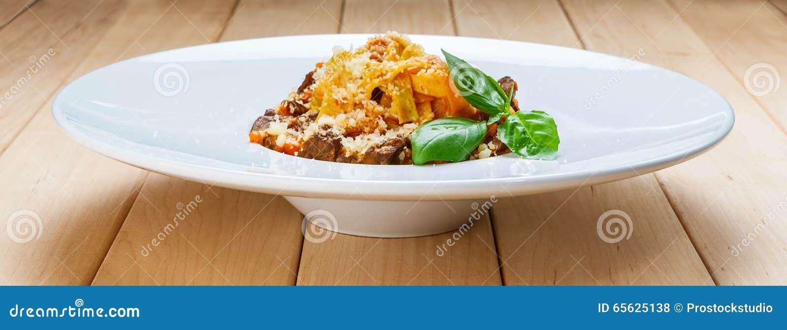 Pâtes italiennes traditionnelles avec du boeuf