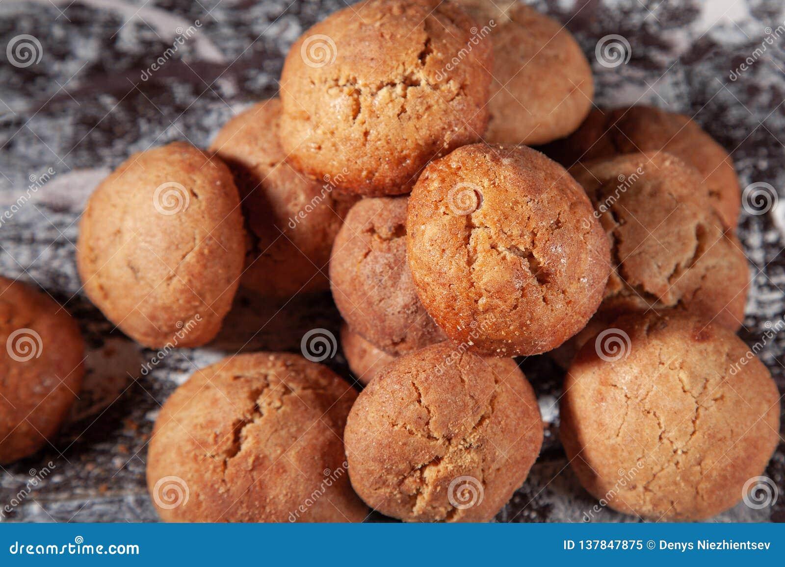 Pâtisseries douces Biscuits et pain d épice ronds faits maison